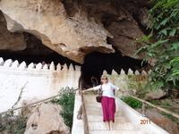Пещера Пак У, где хранятся тысячи статуй будд.Большинство из них очень старые.