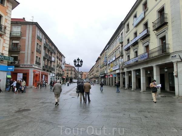 Вот и она, Plaza del Azoguejo или Plaza de Artilleria.