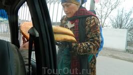 Горячие лепешки в дорогу-это и вкусно, и традиционный узбекский подарок.