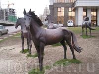 Скульптуры на Круглой площади