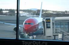 Вот на таком самолёте мы прилетели.