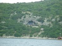 Пиратская пещера в Лимском заливе