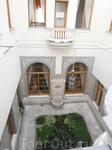 вид на арабский дворик со второго этажа