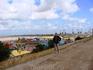 Задний план - нереальное количество аттракционов и развлечений на берегу.