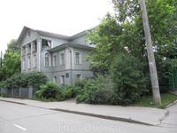 дом... расположен еще ближе к нашей гостинице тоже на Ленинградской улице