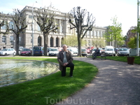 На фоне Страсбургского университета