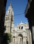 Кафедральный Собор Девы Марии, также называемый Первый Кафедральный Собор Толедо, является резиденцией архиепископа Толедо и считается одним из трех лучших готических соборов Испании. Собор выходит на