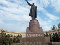 А это памятник В.И.Ленину на одноименной площади