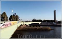 Руан – столица Верхней Нормандии, расположенная на берегу Сены.  Река Сена делит город на две части: Рив Гош (левый берег) и Рив Друат (правый берег) ...