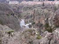 Вид на город и водопад Джермука