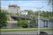 """Московский мост. Серое здание - будущая пятизвёздочная гостиница """"Сувар"""" (долгострой)."""