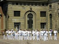 Стокгольм. Королевский дворец. Выступление оркестра военных моряков.