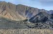 За поворотом скрывается малый кратер и потоки лавы.