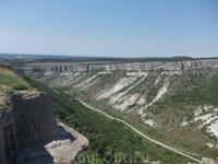 Вид на дорогу в Алушту из крепости Чуфут-Кале