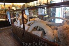 На территории монастыря музей с древними останками