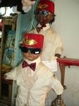 детские костюмы на смешных куклах-манекенах