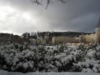 Центральная часть Марианских Лазней. Вид из парка  на основную застройку  центральной улицы ..12.2011