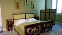 Интерьер виллы,спальня.Несколько комнат восстановлены в первозданном виде.