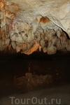 Около 60 млн. лет назад на глубине 50 м подземная река пробила галерею, состоящую из семи пещер.
