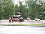 Этот танк-памятник установлен где то в центре Вологды