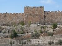 Иерусалим.Золотые ворота.Старейшие ворота Иерусалима, и единственные, ведущие прямо на Храмовую гору. Существующие ворота построены в районе 520 года, ...