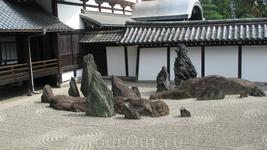 Сад камней в храме Тофоку-дзи