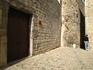 Недалеко от церкви Sant Felui и Кафедрального Собора, на улице Ferran el Catolic, находятся арабские бани (banys arabs). Зайти внутрь нам не удалось - ...