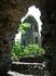 вид колокольни сквозь руины церкви