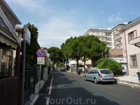Спокойная улочка, в Сан Джулиано Маре, где был расположен мой отель.
