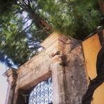 """Над воротами написано что-то вроде: """"Ничто не вечно"""". Хотя в Греции сложно представить, что это утверждение - верно:)"""