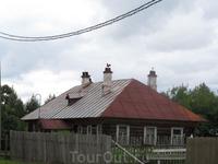 Один из домов в селе Покровском (усадьба расположена в этом селе)