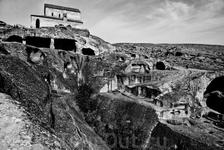 Некоторые помещения, которые с такой любовью строились жителями, были полностью разрушены, а на месте некоторых языческих храмов христиане построили свои ...