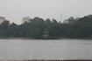 Пагода на острове на озере