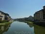 А это вид на реку Арно со знаменитого моста, то есть понте Веккио.. Умиротворение..