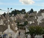 Альберобелло столица домов – трулло! Что такое трулло? Это дом, имеющий коническую крышу и построенный без раствора. Вспомните египетские пирамиды, они ...