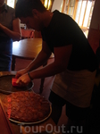 ресторан U Giancu's Cartoons' Restorant сын нынешнего хозяина, Фаусто, вынимает из формы пирог. В этом ресторане у нас был мастер-класс по приготовлению ...