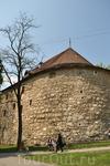 Пороховая башня - важнейший элемент древней системы фортификационных сооружений города, она была построена в 1554-1556 году как склад стратегических запасов ...