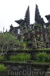 Пура Бесаких - огромный храмовый комплекс, который называют Матерью храмов...