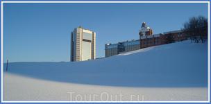 группа административных зданий на берегу Чебоксарского залива