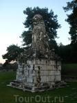 Надгробный памятник какого то военно начальника Александра Македонского