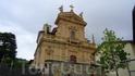 """Церковь Святого Андрея -первая """"остановка""""на пешеходной дороге на верх к маяку."""