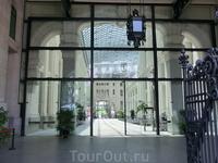 Palacio de Comunicaciones - мэрия Мадрида. Я была здесь внутри несколько раз, поднималась на смотровую площадку, но вот, так, изнутри увидела его впервые.