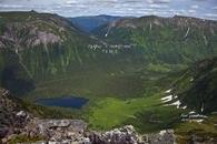 Центральный Саян. Вид на Хребет Агульские белки с Кинзелюкского хребта. Перевал Агульского белка, соединяющего долину реки Орзагай и Кинзелюк.