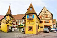 В окрестностях этого городка находится крупнейший виноградник Эльзаса и таких винных ресторанов множество