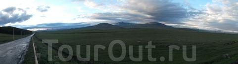 Лёгкие дождевые облака наползали на пограничный перевал со стороны ближайших предгорий. В такую погоду сумерки сгущаются предательски быстро. Чуть выше ...