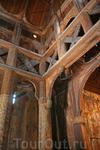 Старинная церковь, построенная в традиционной для Норвегии технике укладки вертикальных брёвен. Настоящий храм 13 века, перенесённый из города Гол.