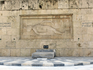 Могила Неизвестного солдата -  мемориал, посвященный погибшим на полях сражений. На мраморном монументе высечены названия всех стран, с которыми за свою ...