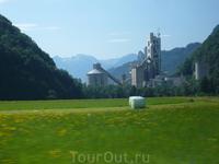 """Цветовая гамма -трава,цветы и небо-достойна кисти художника!Эти""""колобахи""""-альпийская трава.Косят её несколько раз за сезон и на мировом рынке имеет огромную ..."""