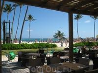 Ресторан у пляжа отеля.