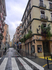 Типичная улочка Аликанте - чисто, но глазу особо зацепиться не за что.